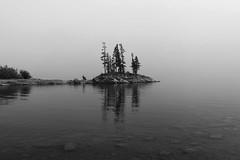 Lac Minnewanka (syldeles) Tags: minnewanka lacminnewanka minnewankalake lake lac alberta canada banff parc parcnational amérique île island presquile noiretblanc