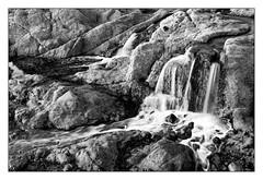 (Laetitia.p_lyon) Tags: fujifilmxt2 saintmalo bretagne brittany breizh illeetvilaine cascade chutedeau waterfall noiretblanc nb blackandwhite bw bnw monochrome monochromatic laetitiaplyon