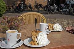 Happy Monday....:) (♥ Annieta ) Tags: annieta september 2018 sony a6000 nederland netherlands bronkhorst gelderland veluwe terras koffie coffee appeltaart slagroom applepie cream allrightsreserved usingthispicturewithoutpermissionisillegal fietsen koffietijd achterhoek