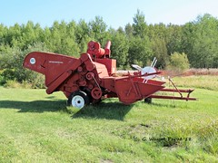 International 80 Pull type Combine (Gerald (Wayne) Prout) Tags: international80pulltypecombine international 80 pulltype combine highway101west blackrivermatheson taylortownship northeasternontario northernontario ontario canada prout geraldwayneprout canon canonpowershotsx60hs powershot sx60 hs digital camera photographed photography farmequipment farm farming machinery machine equipment implement grain wheat oats barley rye elmercook highway 101 west blackriver black river matheson northeastern northern farmer taylor township field anthony