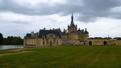 Chateau de Chantilly. (gillesfournier005) Tags: d5100 chateau chantilly pierre vert eau nuages
