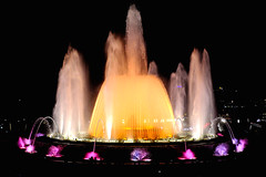 - Orange gelatin anybody?  📢 (Fnikos) Tags: plaça plaza parc park parco montjuic montjuïc city architecture column fountain fontaine fuente water music magic colour color people light night sky show nightshow nightview outdoor