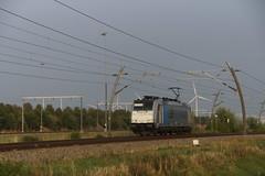 RTB Cargo 186 425-5 als losse loc over de Betuweroute bij Valburg 22-08-2018 (marcelwijers) Tags: rtb cargo 186 4255 als losse loc over de betuweroute bij valburg 22082018 425 bombardier 35187 traxx f140 ms 91 80 6186 drpool betuwe route nederland niederlande netherlands