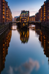 Speicherstadt / Hamburg (Sebastian Warneke) Tags: fuji hamburg sebastianwarneke speicherstadt spiegelung x100t reflection sunset unesco poggenmühlenbrücke bridge world heritage city germany deutschland nisi filter mirror elbe fleet fujifilm
