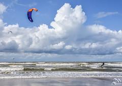 0LM_1289 (laurencemasson1) Tags: kitesurf plage merdunord nordzee nederlands paysbas lumière ciel nuages
