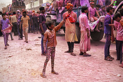 DSC06927 (alfieianni.com) Tags: holi holifestival festival india indian boys people reportage religion travel travelphotography traveling tradition color colors mathura vrindavan baldeo portrait photo kids children boy