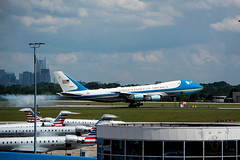 SZP_3162_pslr5 (Lakeside Annie) Tags: 2018 20180831 55300mm 55300mmf4556 8312018 af1 airforce1 airforceone august31 clt charlotte charlottedouglasinternationalairport charlottenc charlottenorthcarolina d7100 friday leannefzaras nc nikkor55300mmf4556 nikkor55300mm nikon nikond7100 northcarolina presidenttrump sarazphotography trump