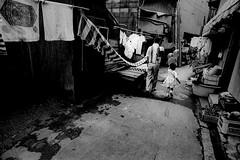 Way home 679 (soyokazeojisan) Tags: japan osaka bw city street peoole blackandwhite monochrome anaiog olympus m1 om1 21mm film trix memories 昭和 1970s 1975