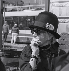 Bus stop_G5A0245 (ronniefleming@btinternet.com) Tags: candid streetportraiture rawstreetphotography edinburgh thefringe bw blackandwhite ph31fy ronniefleming bighat sunglasses