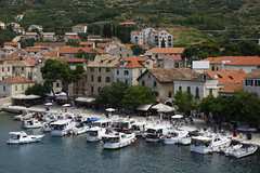 Komiža (dese) Tags: july25 2018 july252018 komiža vis hamn harbour harbor båtar kai europa adriahavet adriaticsea adriatic july juli summer sommar ferie croatia kroatia europe dalmatia coast