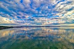 Fährüberfahrt Stockholm - Turku, Schärengarten vor Turku (www.nbfotos.de) Tags: finnland turku fähre fährüberfahrt schären schärengarten insel inseln reflexion reflection spiegelung wolken clouds
