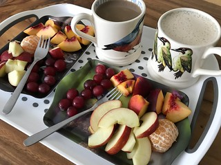 4294 Coffee and fruit for elevenses
