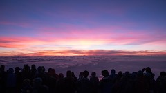 Sunrise theater (Ralph Rozema) Tags: mountfuji fuji fujisan japan japanese volcano people purple sunrise