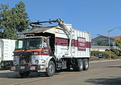 Edco Truck 8-31-18 (Photo Nut 2011) Tags: california sandiego sanitation wastedisposal garbage trash garbagetruck trashtruck refuse junk waste truck edco 625