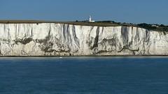 The White Cliffs of Dover and a boat (ΞLLΞ∩) Tags: gb grosbritannien greatbritain brittany thewhitecliffsofdover nationaltrust unitedkingdom whitecliffs southforelandlighthouse kreidefelsen dover england