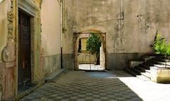 IMG_20180812_115441_HDR - giardino barocco (molovate) Tags: giardino barocco tafme grata porta cancello molovate xiaomi benedettino san martino delle scale redmi note3 palermo convento abbazia cortile corte chiu chiuso aperto
