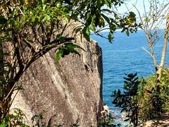 por um fio (luyunes) Tags: praiavermelha mar alpinista alpinismo beleza beauty beach sea seascape luciayunes mobilephotographie mobilephoto motozplay cidademaravilhosa riodejaneiro