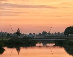 Heinkenszand (Omroep Zeeland) Tags: zon zomer zonsopkomst vervoer water natuur landschap