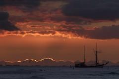 After the Sunset 2 (Fletch in HI) Tags: nikon d5600 tamron 16300 hawaii honolulu hoyaredintensifierfilter oahu ocean clouds sunset sky water boats