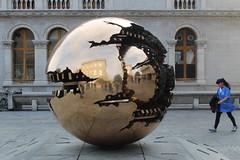 """""""Sfera con sfera"""" di Arnoldo Pomodoro - Trinity College, Dublino (SergioBarbieri) Tags: sfera arnoldopomodoro trinitycollege dublino irlanda sferaconsfera arte"""