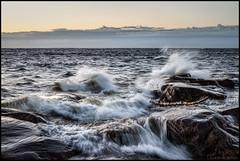 Windy tonight (Jonas Thomén) Tags: storm sea hav splash skvätt vatten water cliffs klippor stone sten log stock windy blåsigt seascape