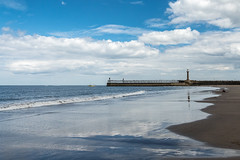 2018-06-17 Whitby-1420994.jpg (Hands in Focus) Tags: whitby northyorkshire lumixfz1000 ocean coast sea