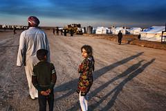The girl with flowers: refugee camp Iraq (rvjak) Tags: irak iraq middleeast moyenorient people fille girl refugee camp réfugiés war guerre d750 nikon