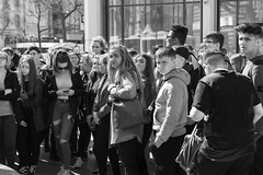 pillados (Samarrakaton) Tags: samarrakaton alemania berlin nikon d750 2470 2018 viaje travel gente people callejero urbana byn bw blancoynegro blackandwhite monocromo