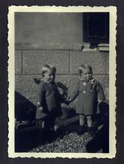 i gemelli con i cappottini - Vicenza novembre 1936 (dindolina) Tags: italy italia veneto vicenza gemelli twins vignato family famiglia history storia 1936 1930s annitrenta thirties vintage