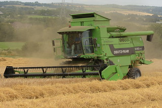Deutz Fahr 5690 HTS Combine Harvester cutting Spring Barley