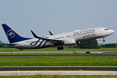 N3755D (Delta Air Lines - SKYTEAM) (Steelhead 2010) Tags: deltaairlines skyteam boeing b737 b737800 yyz nreg n3755d