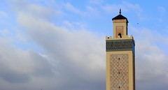 Minaret Calling to Attention (Eye of Brice Retailleau) Tags: beauty ciel composition earth extérieur outdoor scenery scenic sky minimalisme nuage blue street building buildings skyline cityscape travel architecture mosque minaret cloud clouds cloudy cloudscape skyscape angle perspective view vista light calme afrique africa maghreb maroc morocco azrou mosquee