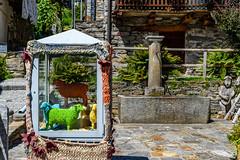 Valle Verzasca 2018 - Sonogno (karlheinz klingbeil) Tags: sculpture suisse swissalps schweiz switzerland skulptur wood alpen holz sonogno tessin ch