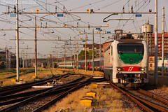 E402.125 - Torino Porta Nuova (Paolo.Giordano) Tags: e402b 125 torino porta nuova icn 796 treno ferrovia