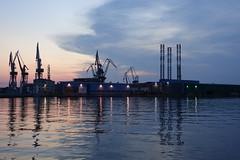 DSC01108 (kriD1973) Tags: croatia croazia kroatien croatie hrvatska istra istria istrien pola pula sunset tramonto sonnenuntergang coucher soleil dämmerung crepuscolo cantieri navali harbour shipyard cranes