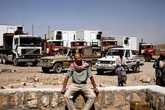 Truck stop (motohakone) Tags: jemen yemen arabia arabien dia slide digitalisiert digitized 1992 westasien westernasia ٱلْيَمَن alyaman kodachrome paperframe