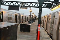 IMG_1639 (GojiMet86) Tags: mta bmt nyc new york city subway train 1988 2007 r68a r160b 5043 9085 astoria ditmars blvd