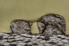 Mauer  Wall (MLopht   Dortmund) Tags: italien italy sardegna sardinia sardinien posada pasada stadt ort dorf küstenstadt küste mittelmeer sony alpha 6300 ilce 1650mm haus gebäude mauer mauerwerk fels felsen putz wand hauswand sonyalpha6300 ilce6300