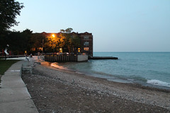 A Warm, Late Summer Night (Flint Foto Factory) Tags: chicago illinois urban city late summer early fall autumn september 2018 north rogerspark park rogersbeach 7519 nwestlaketerrace westlake terrace lakemichigan lake michigan apartment condominium water waves reflection beautiful moment last day evening dusk pm nightfall residential neighborhood feelsgood beingthere