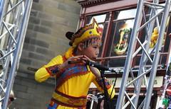 Fringe on the Mile 2018 0101 (byronv2) Tags: fringe fringe2018 edinburgh edinburghfestival edinburghfestivalfringe edinburghfringe edinburghfringe2018 festival peoplewatching candid street performer royalmile oldtown edimbourg scotland colour colourful costume young child kid asian music musician flute
