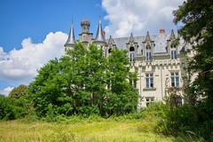 Château des gendarmettes (Fla(v)ie) Tags: abandoned abandonedcastle abandonné châteauabandonné château castle urbex chateaudesgendarmettes chateaudeslions