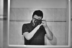 [il maniaco dei bagni] a le Genuine di Pietra Ligure (Urca) Tags: italia tina blackandwhite biancoenero u cesso autoritratto selfportrait self ilmaniacodeibagni 2018 pietraligure