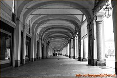 Portici (Carlo Pagan_Photo) Tags: italia italy piemonte torino portici arcades architettura architecture allaperto outdoors street symmetry building colonne column
