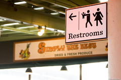 Restrooms (Madrid Pixel) Tags: pikeplace canonef24105mmf4lisusm usa pikeplacemarket canoneos7dmkii unitedstatesofamerica seattle washington unitedstates us