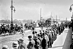 1921 TDF Passage along the Port of Bordeaux (Sallanches 1964) Tags: tourdefrance 1921 peloton lagrandeboucle roadcycling heroictimes