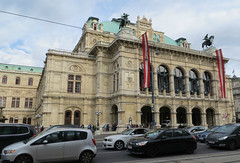 Vienna Opera House (3 of 3) (jimsawthat) Tags: vienna austria urban operahouse flag architecture architecturaldetails statues