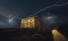 Storm over the fort (franlaserna) Tags: nikon nightphotography night rayos lightning rain tormenta nubes arquitectura architecture clouds fort storm
