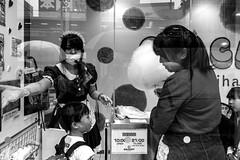 © Zoltan Papdi 2018-5313 (Papdi Zoltan Silvester) Tags: japon japan tokyo réel rue vie gens humain voyage journalisme real street life people human trip journalism paysage vue pointdevue landscape view pointofview groupe group barbeàpapa enfants dessert cottoncandy children