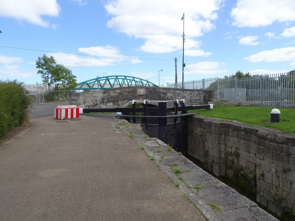 REILLY'S BRIDGE WAS REPLACED BY THE RATOATH ROAD OVERBRIDGE [IT IS A PITY THAT THEY DID NOT COME UP WITH A NAME FOR THE NEW BRIDGE]-143873