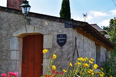 La Ligérianne (LUMEN SCRIPT) Tags: country france flower house building sign wall